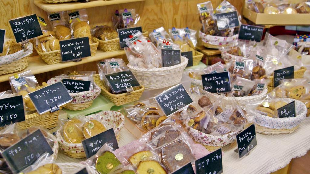 モンマルトルの自家製お菓子